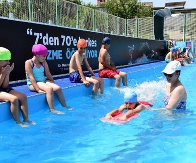 Yıldırım Belediyesi çocuklara yüzme öğretiyor