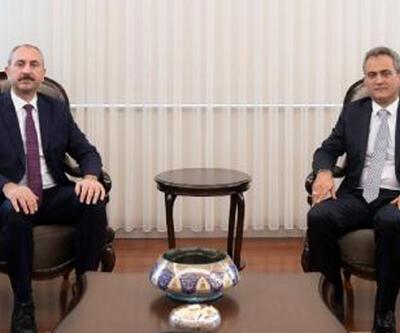 Adalet Bakanı Gül'den, Bakan Özer'e 'hayırlı olsun' ziyareti