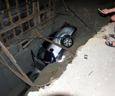 Otomobil 6 metrelik inşaat çukuruna uçtu