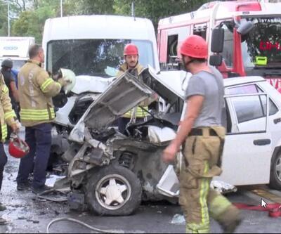Bakırköy'de feci kaza... 3 araç birbirine girdi