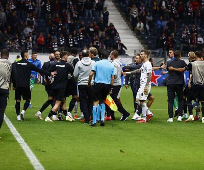 Frankfurt-Fenerbahçe maçında saha karıştı!