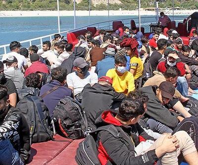 Marmaris'te Türk kara sularına itilen 75 düzensiz göçmen kurtarıldı