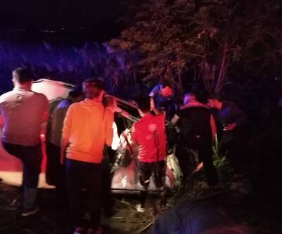 Bariyerlere çarpan otomobil devrildi: Ölü ve yaralılar var
