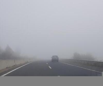 Bolu'da D-100 yolunda sis etkili oldu