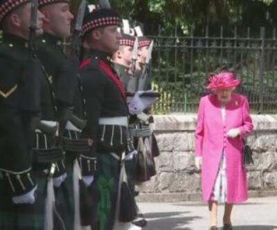Kraliçe Elizabeth geri döndü