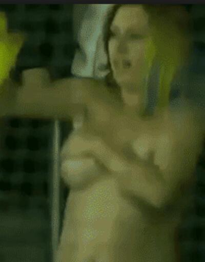 Kadın taraftar sevinci abarttı!