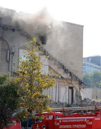 İnönü Stadyumu'nda yangın