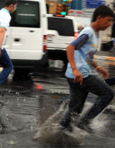 Trafiği durduran yağmur