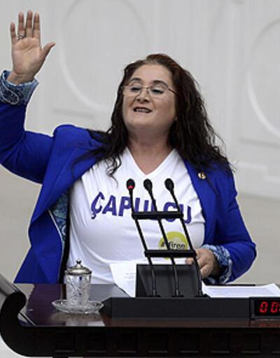 """Kürsüye """"çapulcu"""" yazan tişörtle çıktı!"""