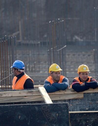 Erkekler inşaatta, kadınlar hizmet sektöründe