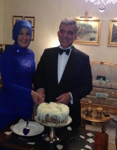 Gül doğum günü pastası kesti