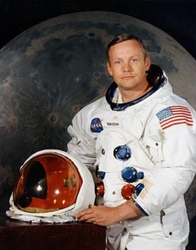 Neil Armstrong yaşamını yitirdi