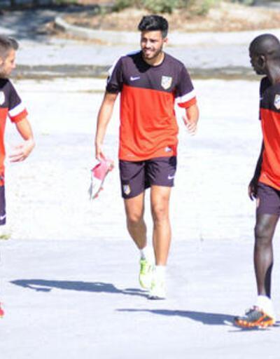 Cenk Atletico A takımıyla antrenmana çıktı