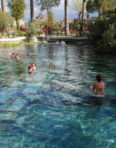 Pamukkale'deki antik havuz, şifa dağıtıyor