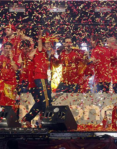 100 bin İspanyol kupayı birlikte kutladı