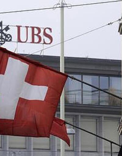 UBS'in kârı yarı yarıya azaldı