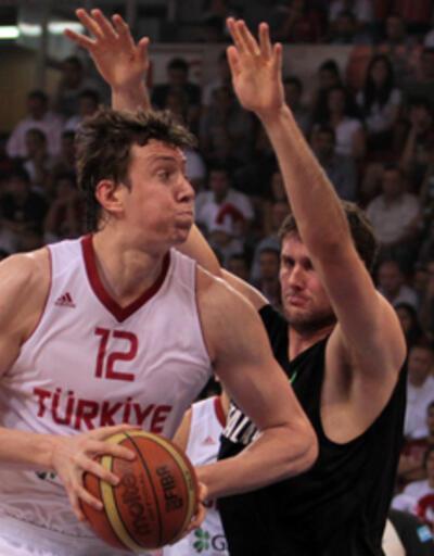 Türkiye-Karadağ maçı 21.00'da CNN TÜRK'te