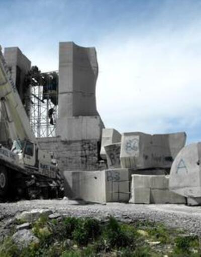 İnsanlık Anıtı'nın yıkımına 'para' engeli