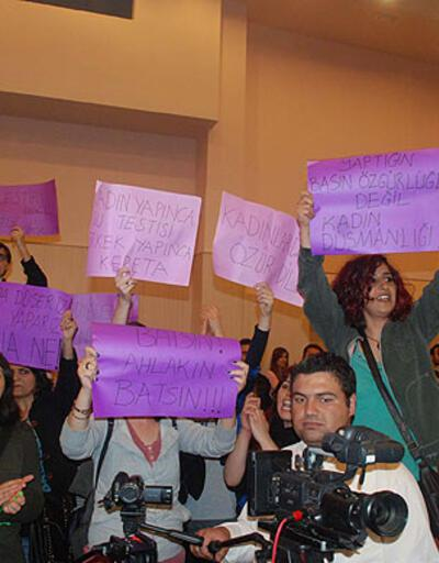 Hıncal Uluç'a öğrencilerden 'Defne Joy' protestosu