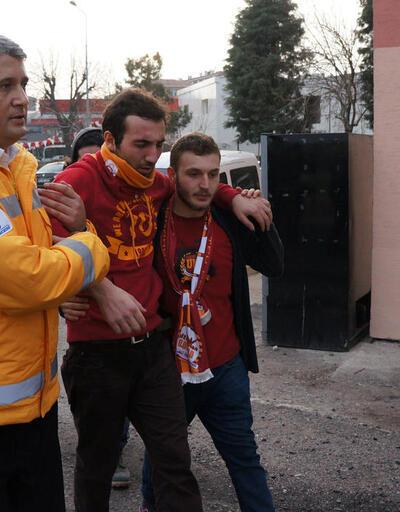 Galatasaraylı taraftarlara polis biber gazıyla müdahale etti