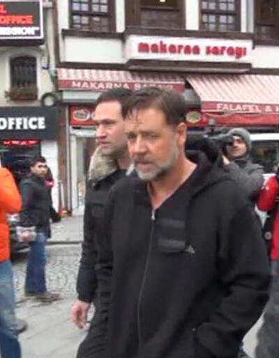 Russell Crowe İstanbul'da 'motor' dedi