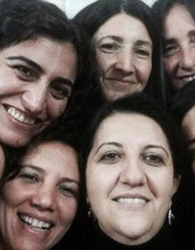 """BDP ve HDP'li kadın vekillerden tahliye """"selfie""""si"""