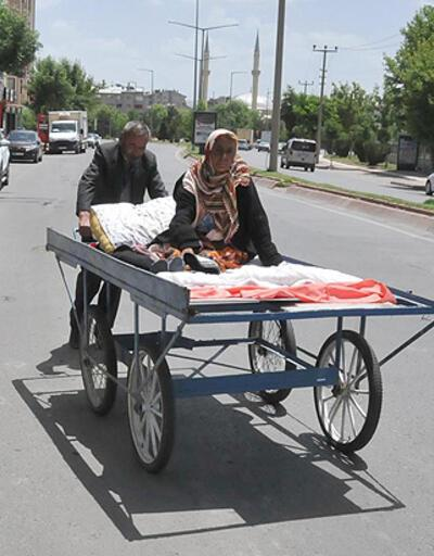 Kanser hastası eşini hastaneye böyle götürüyor...