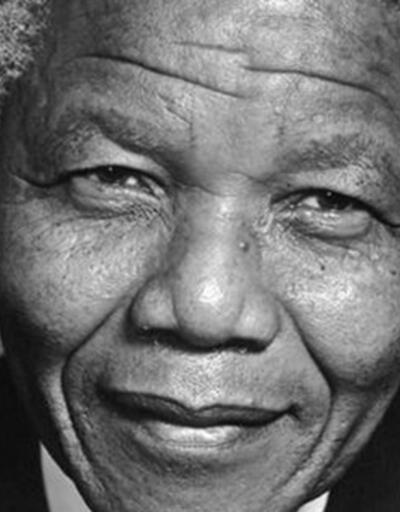 Mandela 1. ölüm yıl dönümünde anıldı