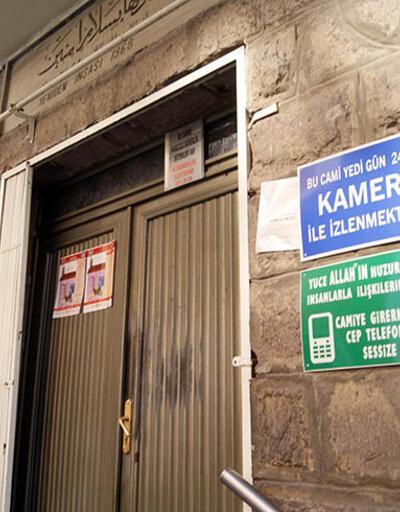 Camide tabelalı cep telefonu uyarısı