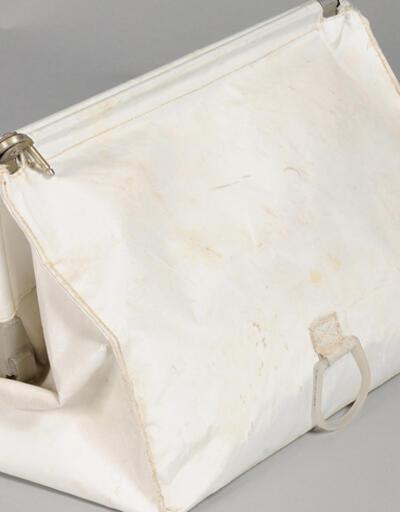 Armstrong'un Ay yolculuğundan getirdiği çanta bulundu