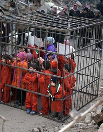 Suriyeli aktivistlerden kafesli eylem