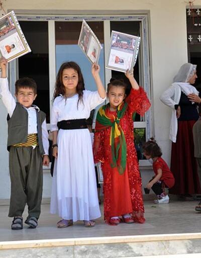 Cizre'de Kürtçe eğitim verilen okulda öğrenciler karne aldı
