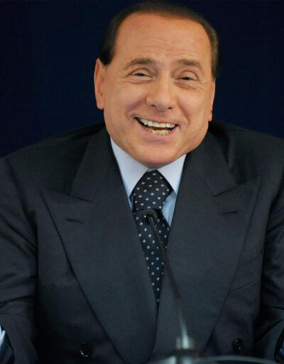 Berlusconi: Cumhurbaşkanını halk seçmeli, referanduma gitmeliyiz