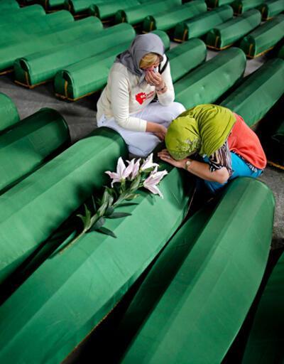Srebrenitsa Soykırımı'nın 20'nci yıldönümünde hayatını kaybedenler anılıyor