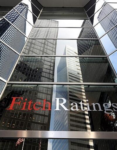 Fitch Yunanistan'ın kredi notunu bir basamak yükseltti