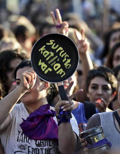 Kadıköy'de yüzlerce kadından savaş karşıtı protesto
