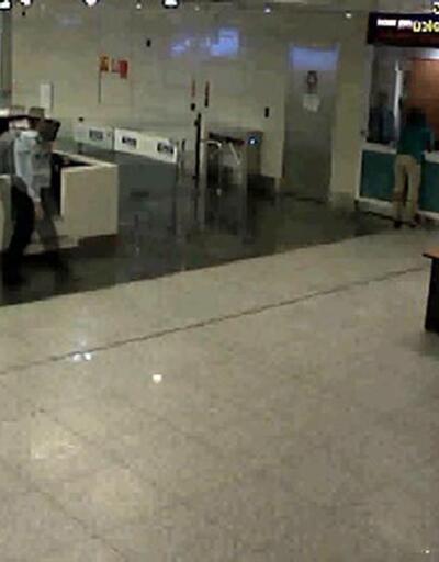 Polis havaalanında ABD'li kadını öldürdü, doktor da izledi