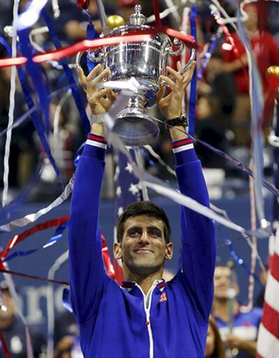 Djokovic, Federer'e yine kupa göstermedi