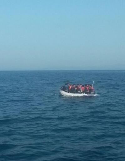 Ege'de göçmenleri taşıyan lastik bot battı