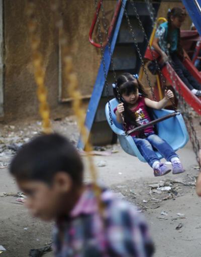Suriye'de çocuk parkına füze düştü