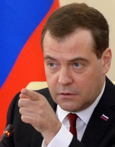 Medvedev projelerin dondurulması için talimat verdi