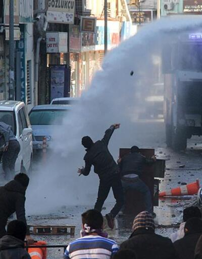 Van'da polise taş attığı iddia edilen 3 kişiye 19 yıl hapis istemi