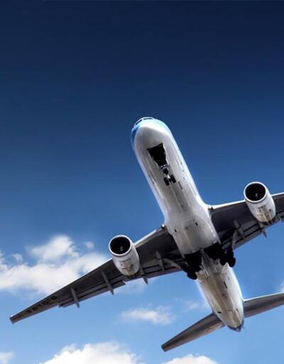 Pistten çıkan uçak evlere çarptı: 7 ölü