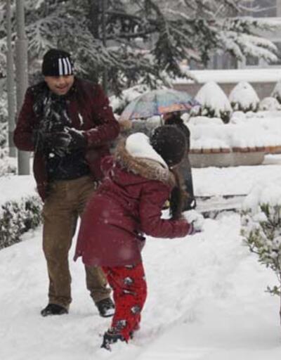 Başkent Ankara beyaza büründü
