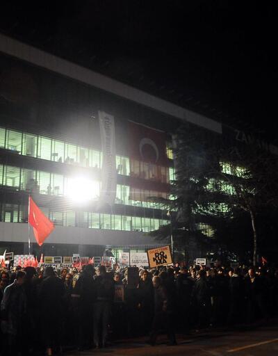 Zaman Gazetesi'nin önünde protestolar