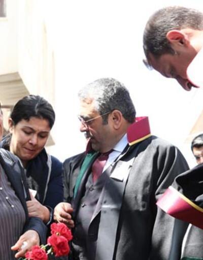Türkan Elçi eşinin vurulduğu sokakta gözyaşlarına boğuldu