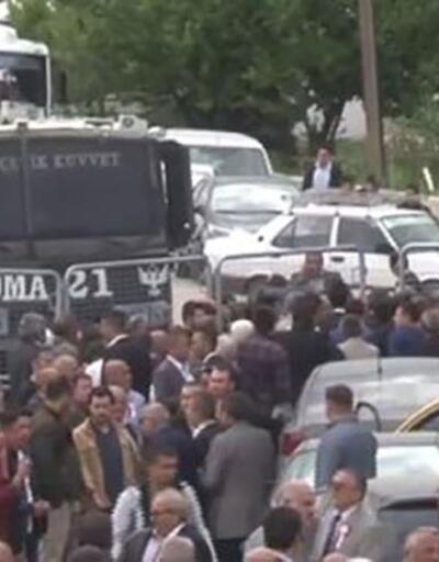 MHP'de karmaşa sürüyor: Kongreye polis barikatı