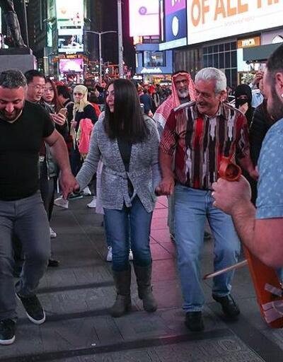 New York'taki Times Meydanı'nda horon şov