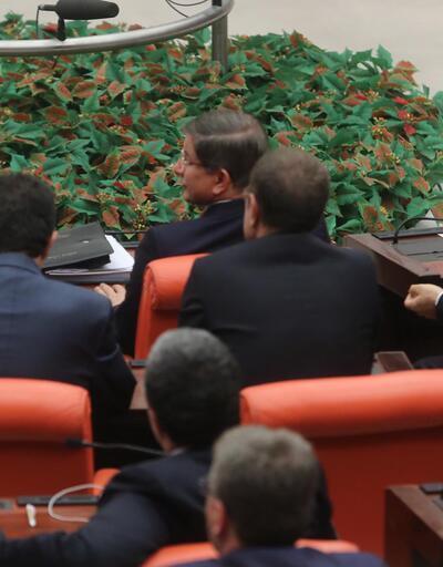 Başbakan Davutoğlu hükümet sıralarında oturmadı