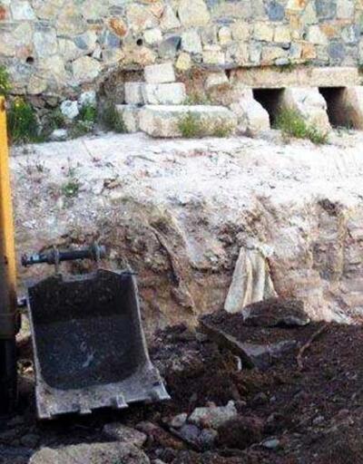 2 bin yıllık mezarlara kepçe tahribi